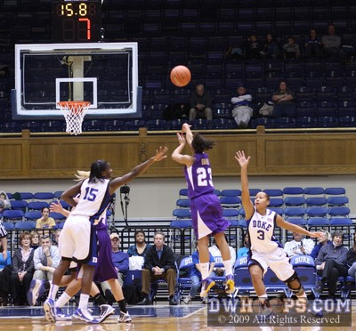 Dawn Evans gutsy 2009 performance in Cameron earned her a high slot on the DWHoops 2010 Wooden Award ballot.