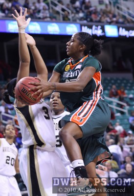 Shenise Johnson takes it to the hoop