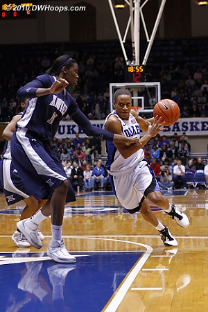 Jasmine Thomas drives on Amber Harris