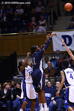Harris came back quickly from the bloody nose to drain this jumper, Xavier up 26-25 with 1:40 left in the first.