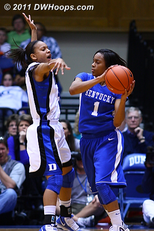 Chloe Wells guards Kentucky's A'Dia Mathies  - Duke Tags: #4 Chloe Wells