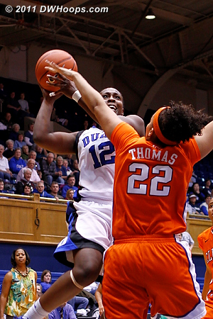 Chelsea Gray shoots over Sthefany Thomas