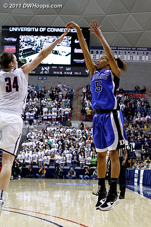 At the 6:39 mark Jasmine finally found the hoop, her three made it 29-7 UConn.  - Duke Tags: #5 Jasmine Thomas