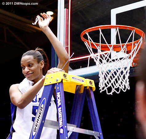 After burning the net in the second half, Jas cuts it  - Duke Tags: #5 Jasmine Thomas