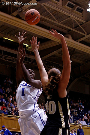 Williams hits a layup  - Duke Tags: #1 Elizabeth Williams