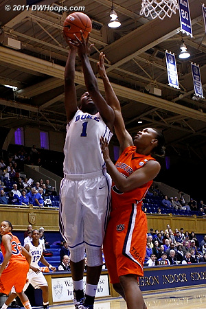 Elizabeth Williams scores her first official basket in Cameron  - Duke Tags: #1 Elizabeth Williams