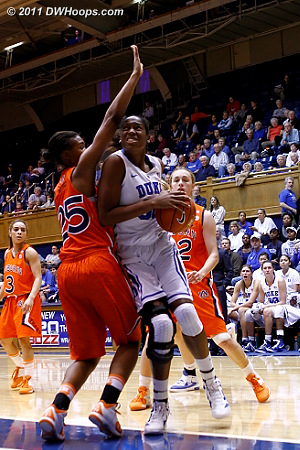 In the closing seconds Amber Henson draws contact but walks  - Duke Tags: #30 Amber Henson