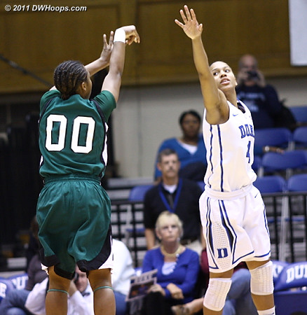 Brianna Robinson (00) gets an open look over Chloe Wells