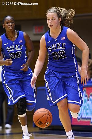 Amber Henson trails Tricia Liston  - Duke Tags: #32 Tricia Liston, #30 Amber Henson