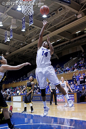 Ka'lia Johnson scores easily off a no-look pass from Chelsea Gray  - Duke Tags: #14 Ka'lia Johnson
