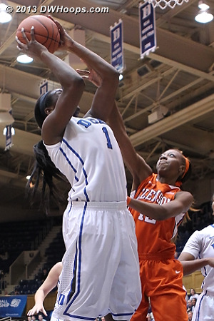 Williams finishes, Duke leads 53-30 and Clemson needs another time out  - Duke Tags: #1 Elizabeth Williams  - CLEM Players: #12 Quinyotta Pettaway