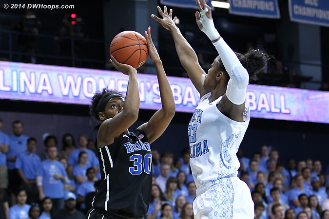 DWHoops Photo  - Duke Tags: #30 Amber Henson - UNC Players: #23 Diamond DeShields