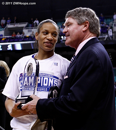 Jasmine Thomas receives the MVP award from ACC Commissioner John Swofford