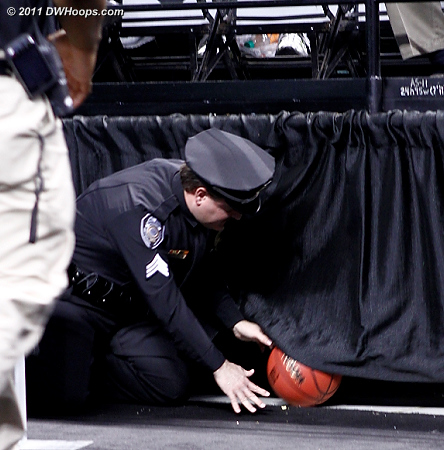 The ball is missing! Help! Police!!!