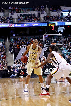 Montgomery calls for a screen  - MD Players: #1 Laurin Mincy - GT Tags: #22 Alex Montgomery
