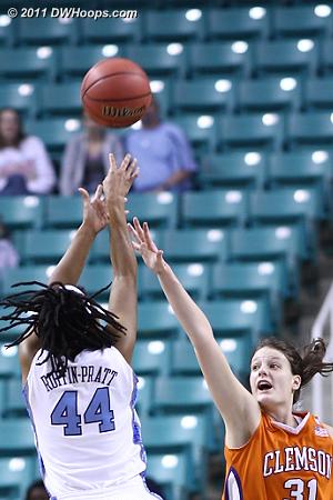 DWHoops Photo  - CLEM Players: #31 Lindsey Mason - UNC Tags: #44 Tierra Ruffin-Pratt