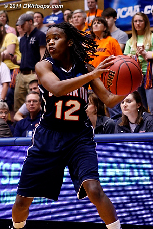 DWHoops Photo  12 Jasmine Newsome