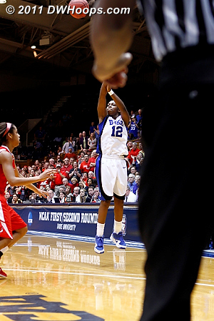 Chelsea hits a trey to cut it to 1, 60-59 Marist.  - Duke Tags: #12 Chelsea Gray